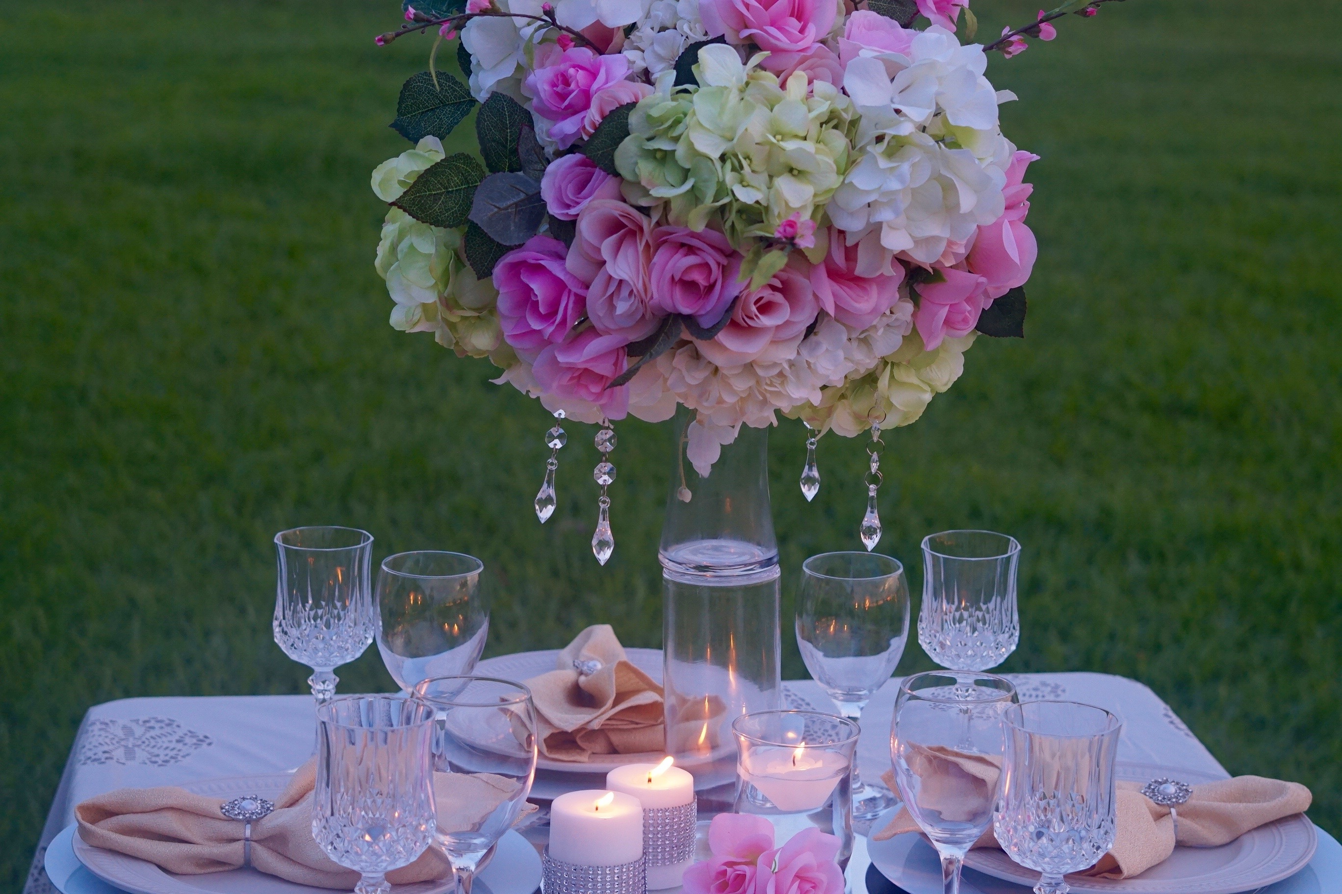 How to create a tall elegant wedding centerpiece fit for